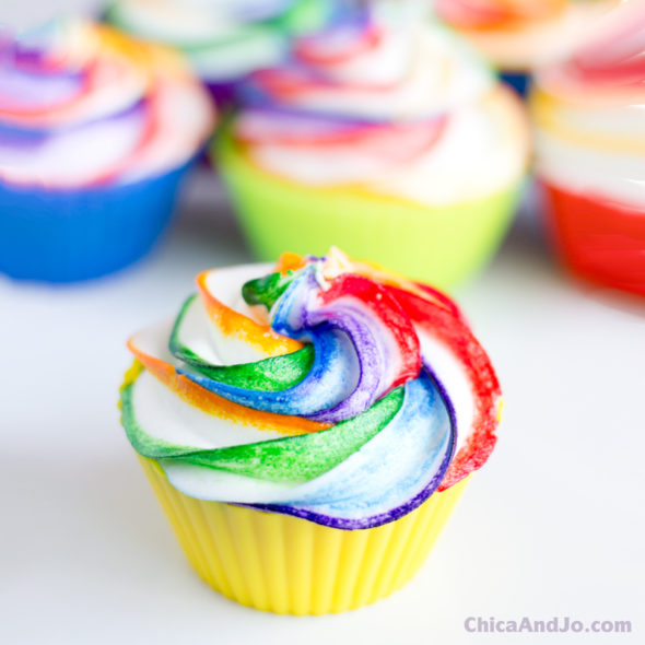 Rainbow Swirled Frosting Cupcakes Chica And Jo