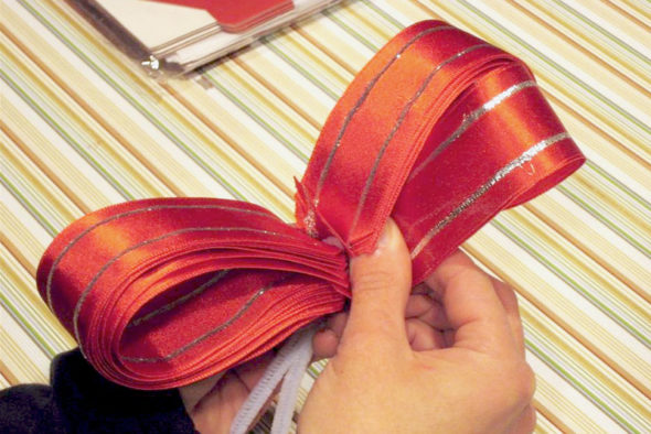 make your own bow with ribbon