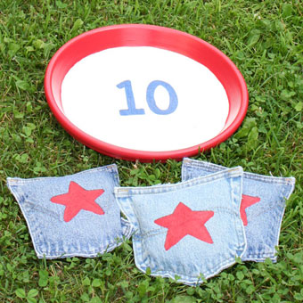 https://www.chicaandjo.com/wp-content/uploads/2009/06/bean-bag-toss-game-from-upcycled-denim-jeans-thumb.jpg