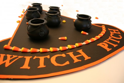 Halloween party game – Witch Pitch