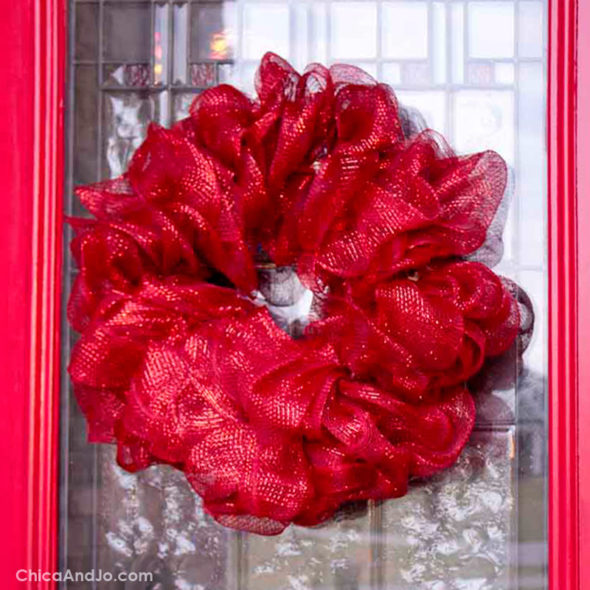 15ae8ae72869d How to make a mesh ribbon wreath | Chica and Jo