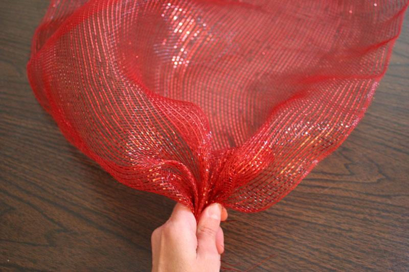how to make a mesh ribbon wreath