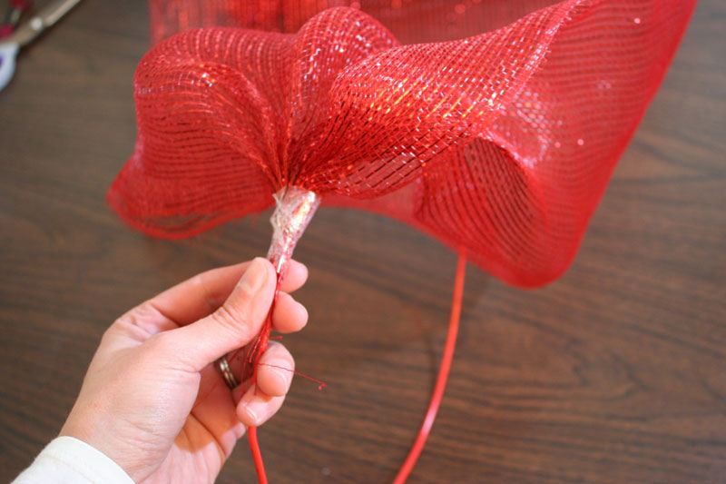 Loop And Hook >> How to make a mesh ribbon wreath | Chica and Jo