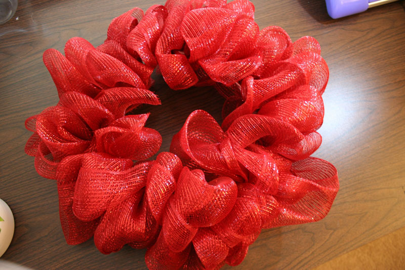 How to make a mesh ribbon wreath chica and jo for How to make christmas door wreaths