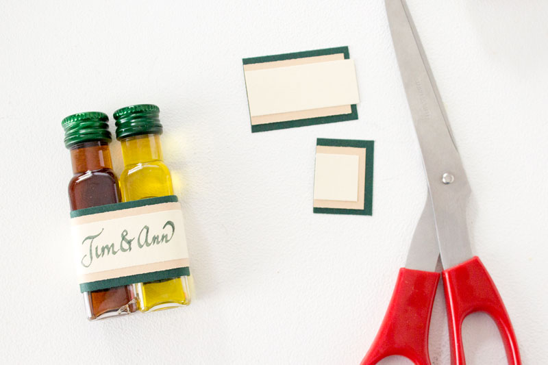 Oil and vinegar place settings and wedding favors | Chica and Jo