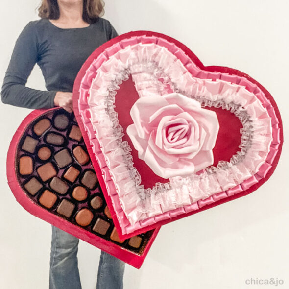 DIY giant heart-shaped candy box Valentine s Day decoration